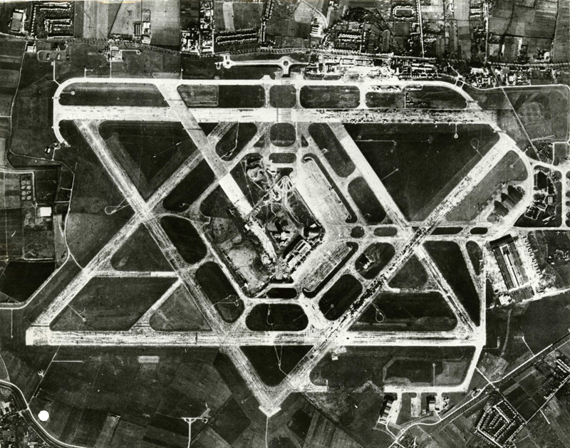 Aerial_photograph_of_Heathrow_Airport,_1955