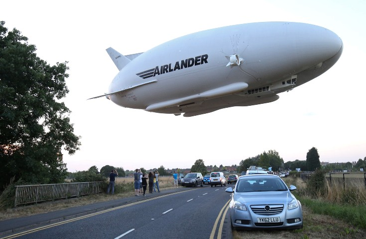 in-the-uk-it-rose-to-the-sky-largest-aircraft-airlander-10
