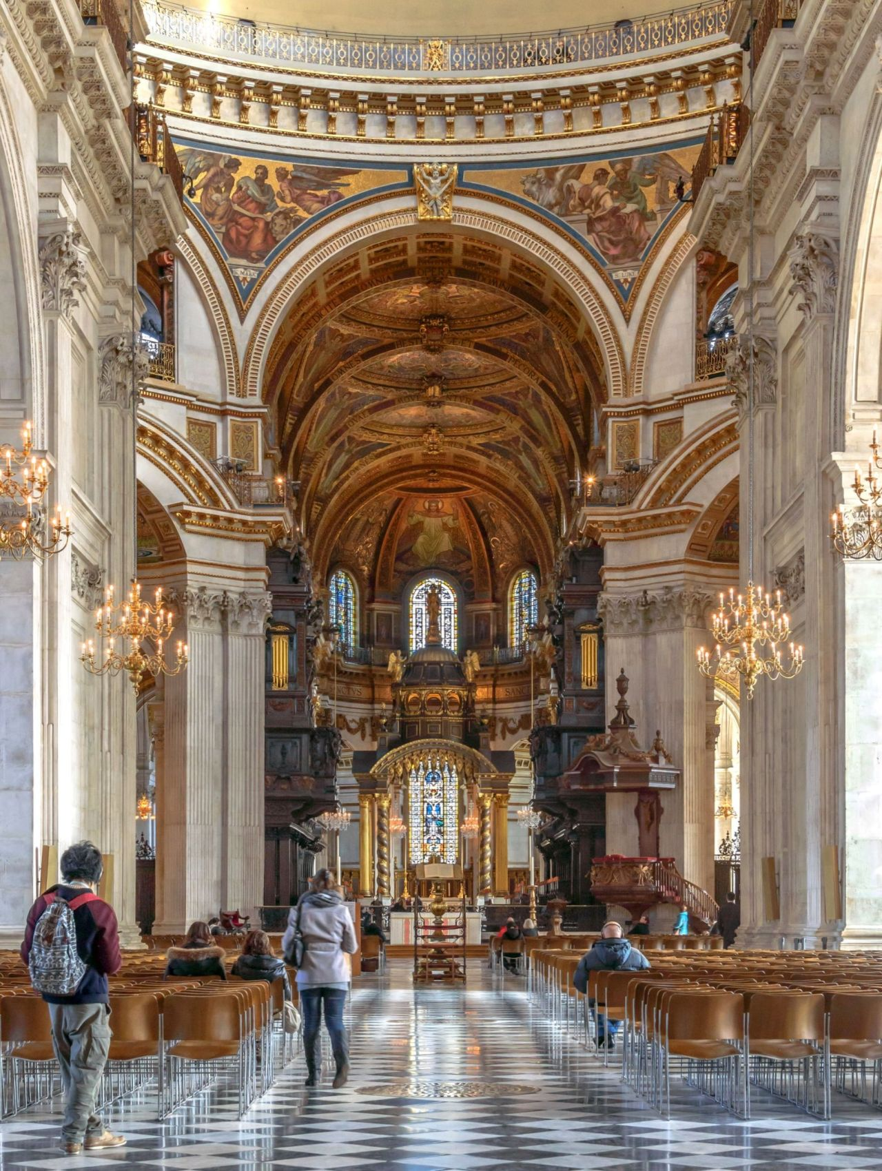 nave-of-st-pauls-cathedral-with-visitors