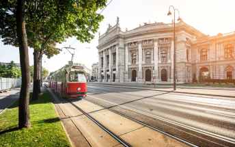 vienna-getting-there-tram-xlarge